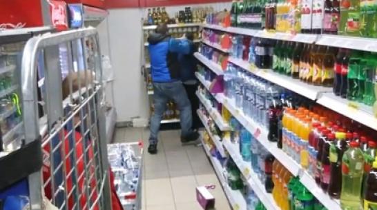 Воронежец снял на видео потасовку с сотрудниками супермаркета