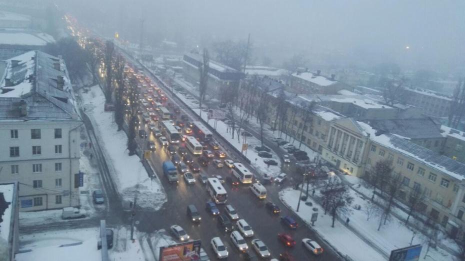 10-балльные пробки сковали вечером вовторник дороги Воронежа