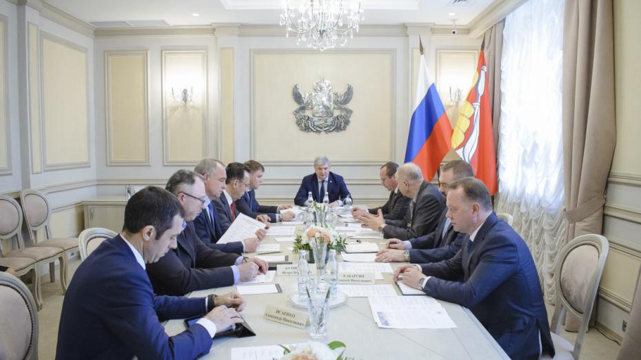 Глава региона поручил проработать схемы матподдержки завода в Воронежской области