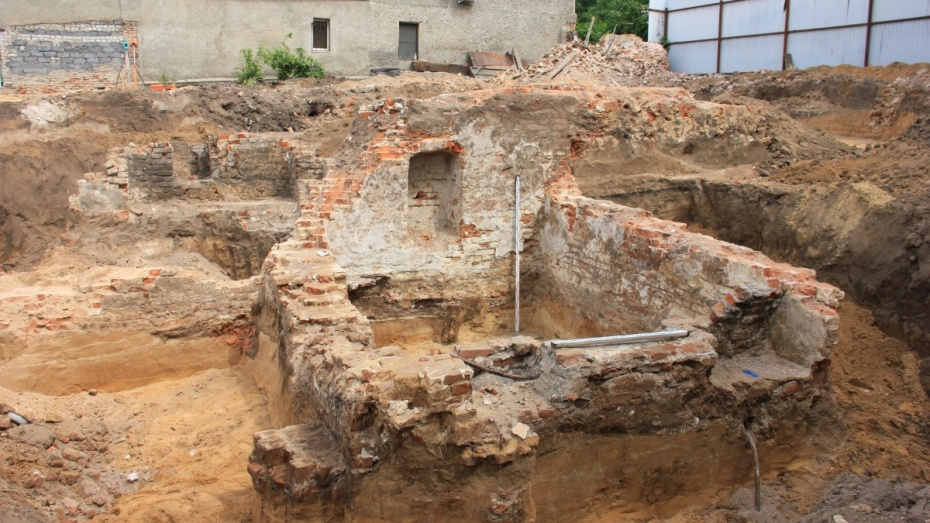 В центре Воронежа на стройке откопали стены крепости XVI-XVII веков