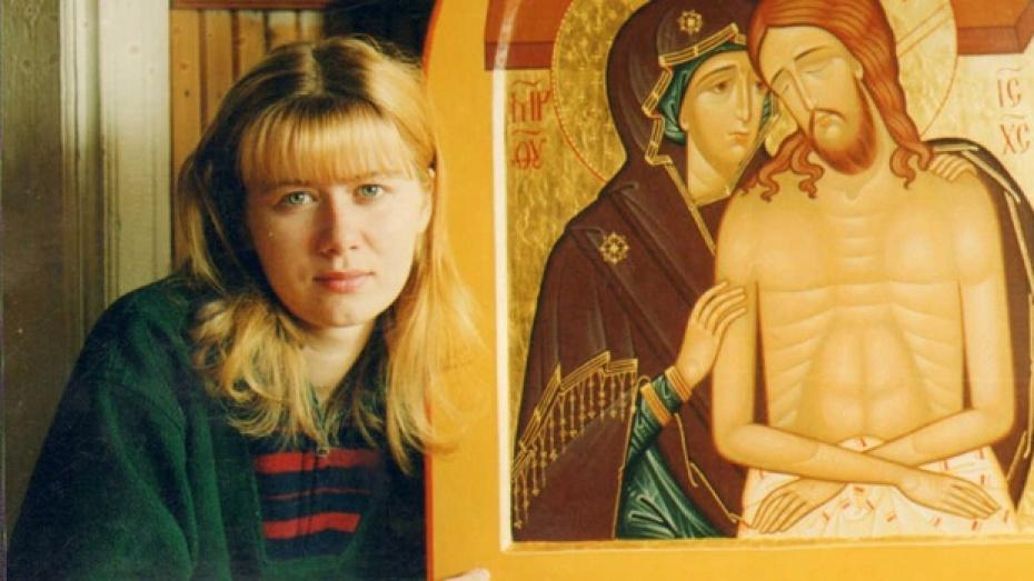 Жительница Верхнего Мамона пишет иконы для храмов и монастырей