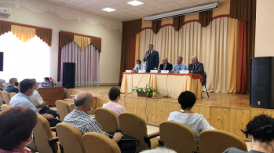 Воронежский сенатор Сергей Лукин обсудил с таловчанами вопросы развития села
