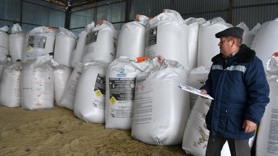 Нижнедевицкие аграрии начали завозить  минеральные  удобрения