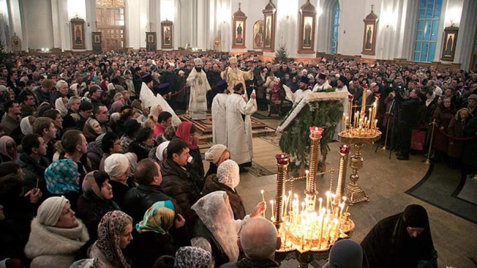 В Рождественскую ночь храмы Воронежской области были переполнены
