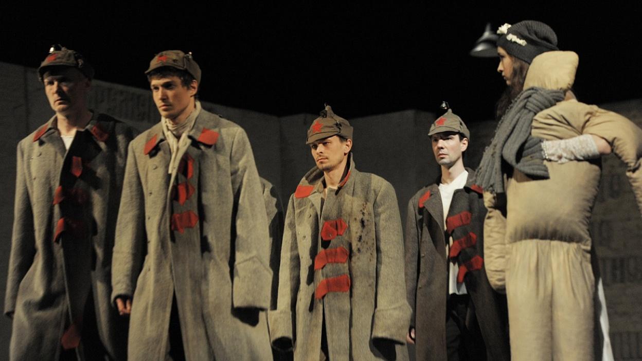 Театр «Около дома Станиславского» показал в Воронеже «Чевенгур» глазами Хемингуэя