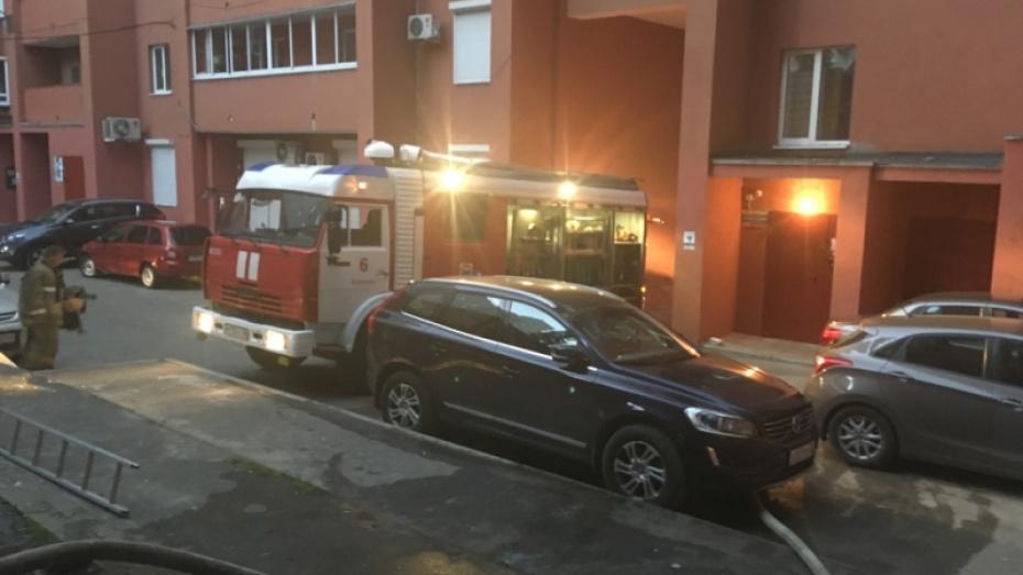 В Воронеже спасатели эвакуировали 37 жильцов общежития из-за пожара