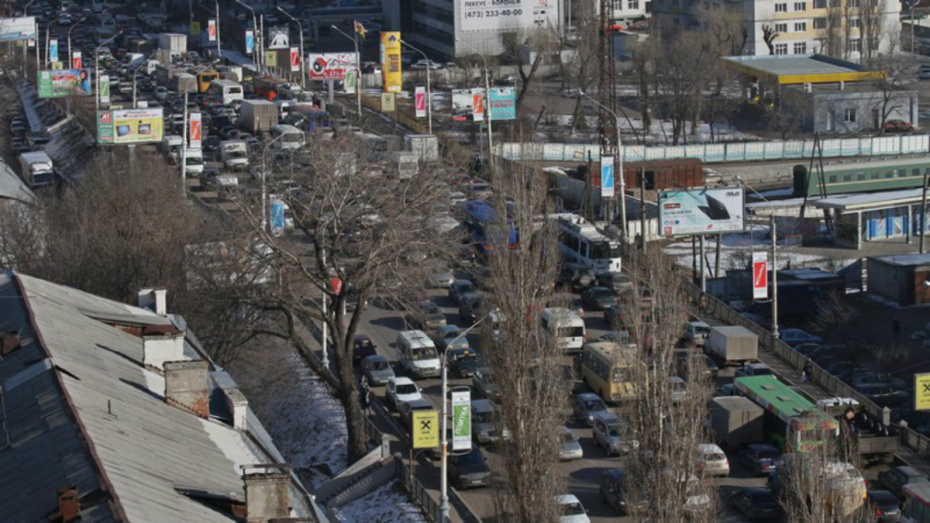 Мэр Воронежа заявил о необходимости уменьшить число автомобилей в городе