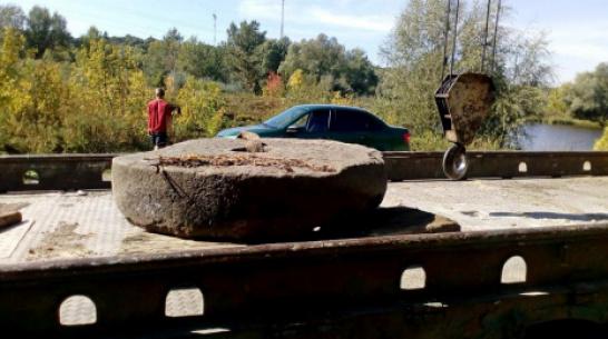 В Борисоглебске нашли жернов водяной мельницы XIX века