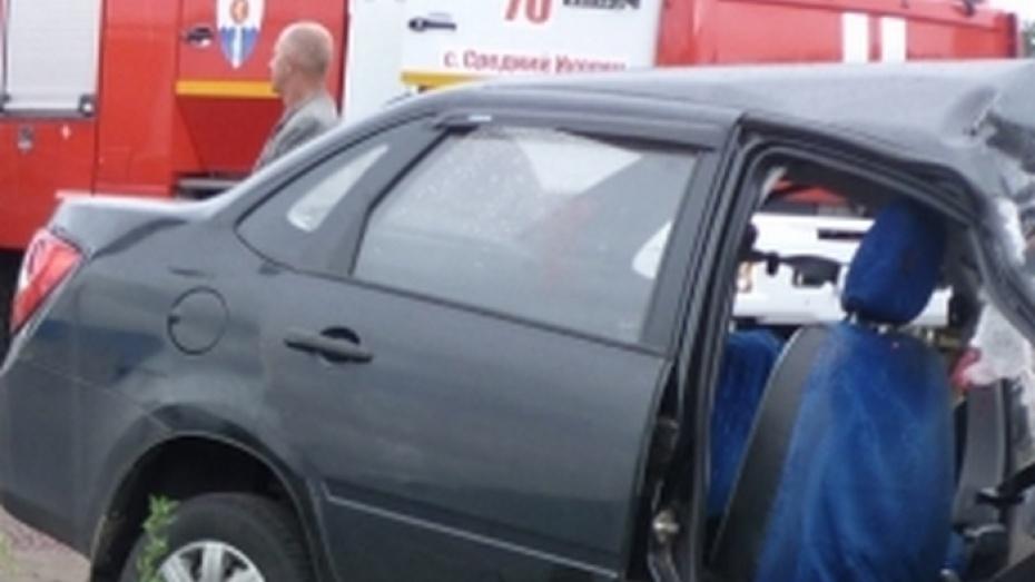 Двое пассажиров «Лады» погибли в ДТП с грузовиком в Воронежской области