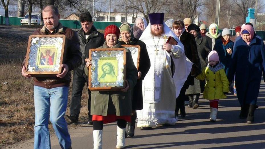 В Верхнемамонском районе верующие поставили крест на Пусси Райот