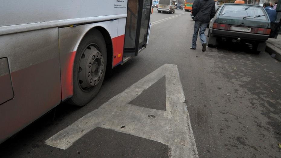 Трое пассажиров маршрутки пострадали в ДТП в Воронеже