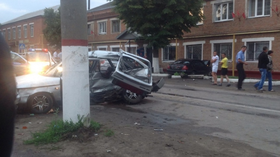 Раненного в ДТП с Mercedes полицейского доставили на вертолете в Воронеж