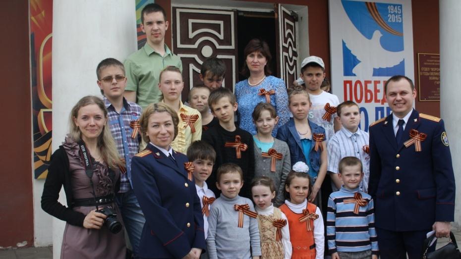 Дети из Рамонского реабилитационного центра сходили в музей со следователями