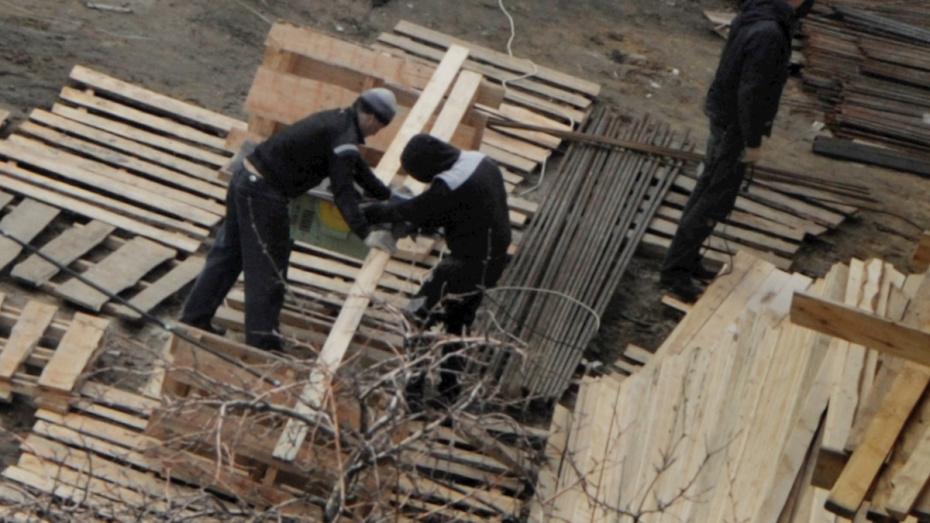 На стройках в Северном микрорайоне Воронежа нашли нарушения безопасности