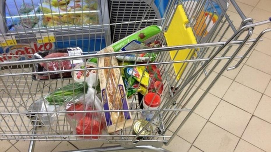 За 3 месяца жители Воронежской области купили еды и сигарет на 56,6 млрд рублей