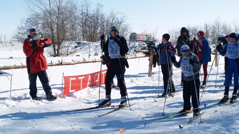 В Павловске к участию в районных школьных лыжных гонках пригласили всех желающих