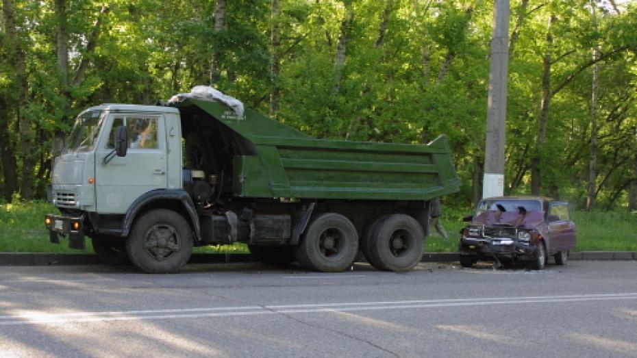 Под Воронежем разбился водитель «ВАЗа» и пострадал его пассажир