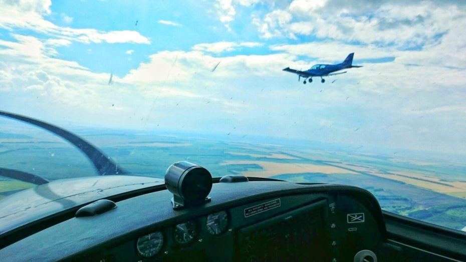 Экстрим на самолете и поход в барбершоп. Идеи оригинальных подарков для мужчин-воронежцев