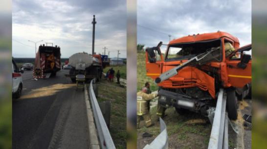 В Воронежской области при столкновении 2 большегрузов пострадал водитель КамАЗа