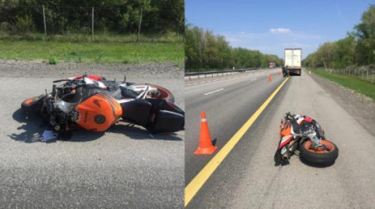 Мотоцикл влетел в фуру на трассе в Воронежской области: 2 человека погибли