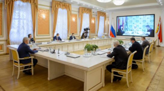 Жители Воронежской области пожаловались губернатору на тесные поликлиники и плохой интернет