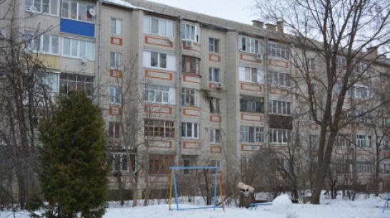 В Воронежской области при пожаре женщина выпрыгнула в окно и погибла