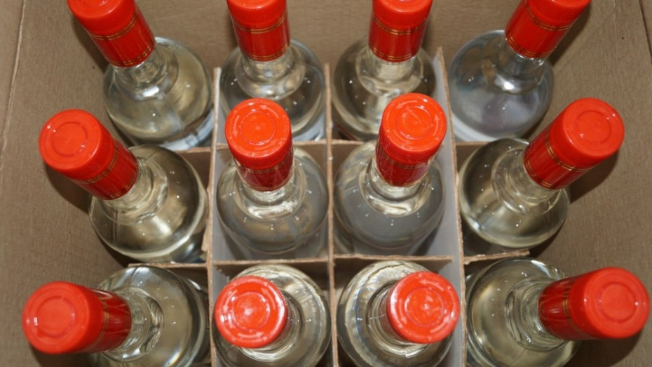 В Лискинском районе с начала года изъяли 119 литров контрафактного спиртного