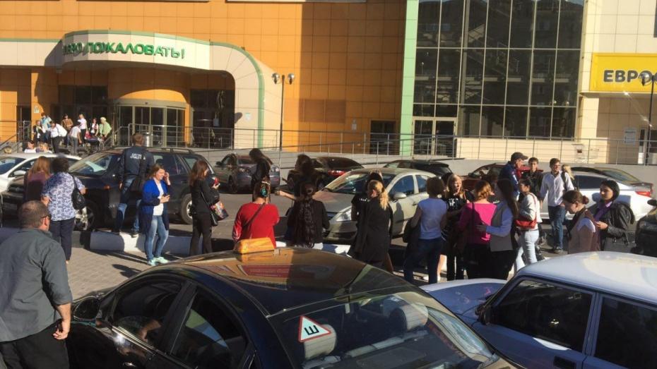 МОЛНИЯ: воронежцы сообщили спасателям о заминировании 17 городских зданий