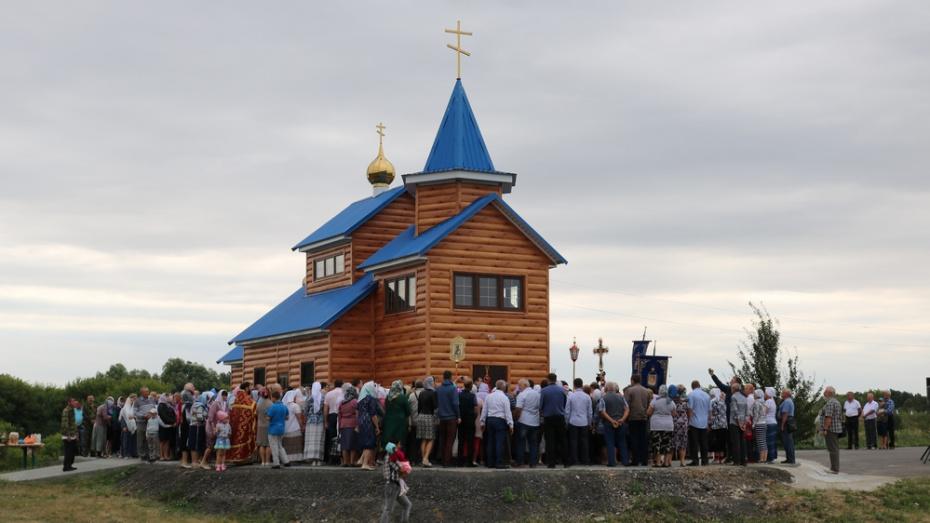 В панинском селе Красные Холмы освятили новый храм