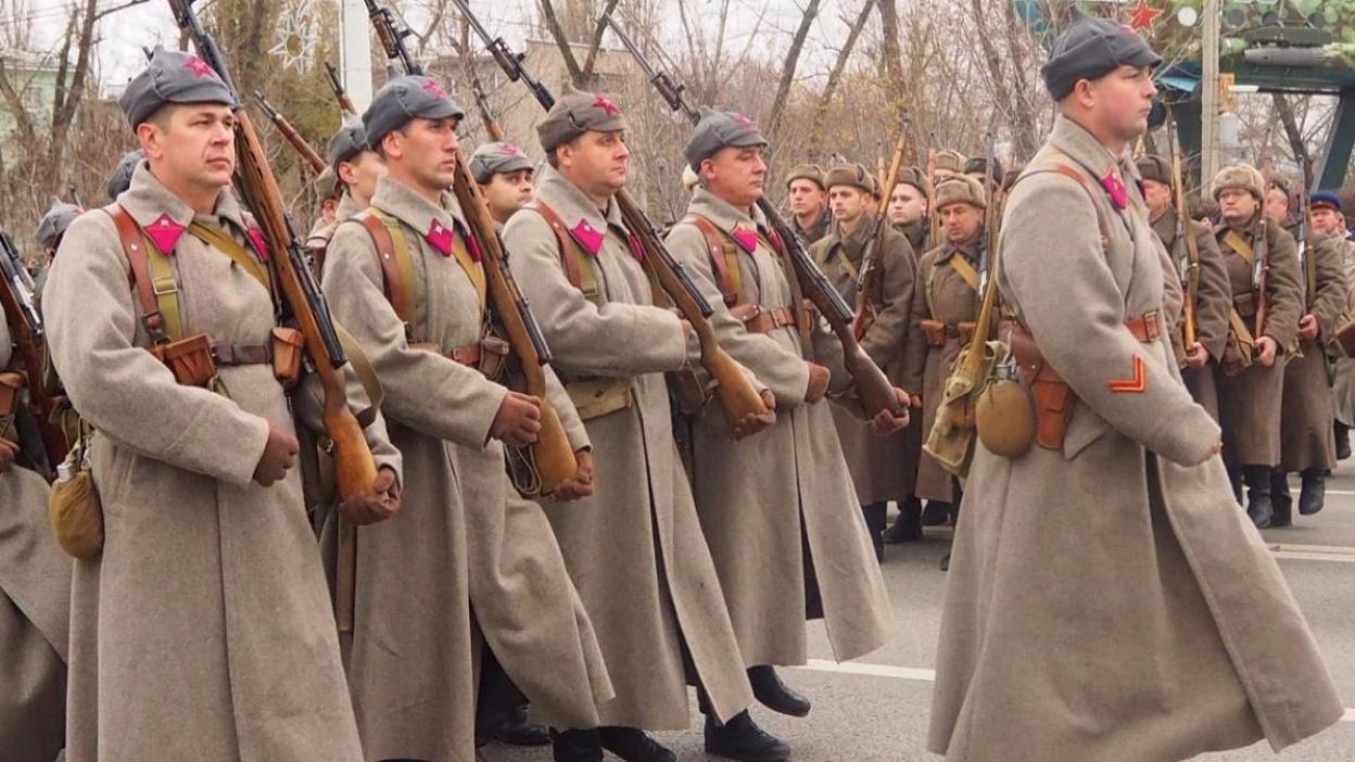 Важно помнить. Музей «Арсенал» показал фотографии воронежского парада 7 ноября 1941 года