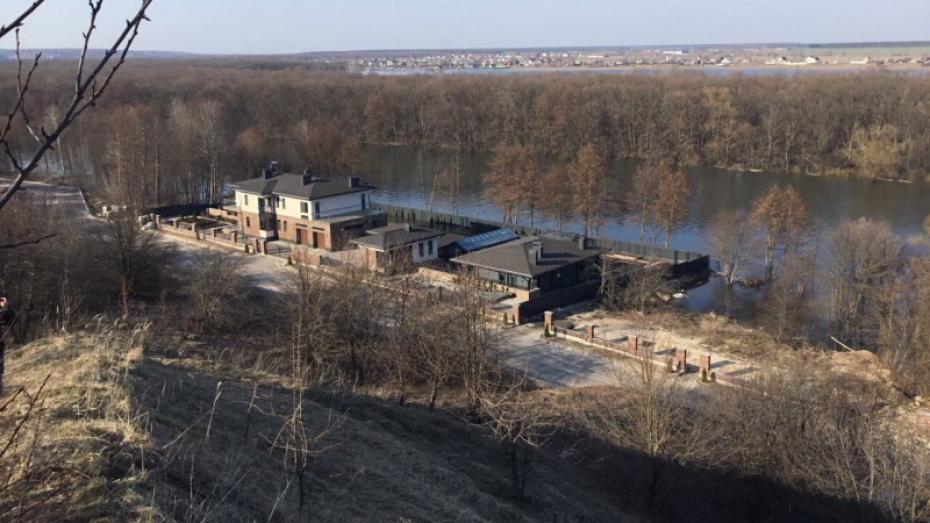 Дачники добились выхода к реке в споре с руководством коттеджного поселка под Воронежем