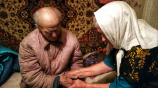 В Воронежской области волонтеры нашли пропавшего старика на кладбище