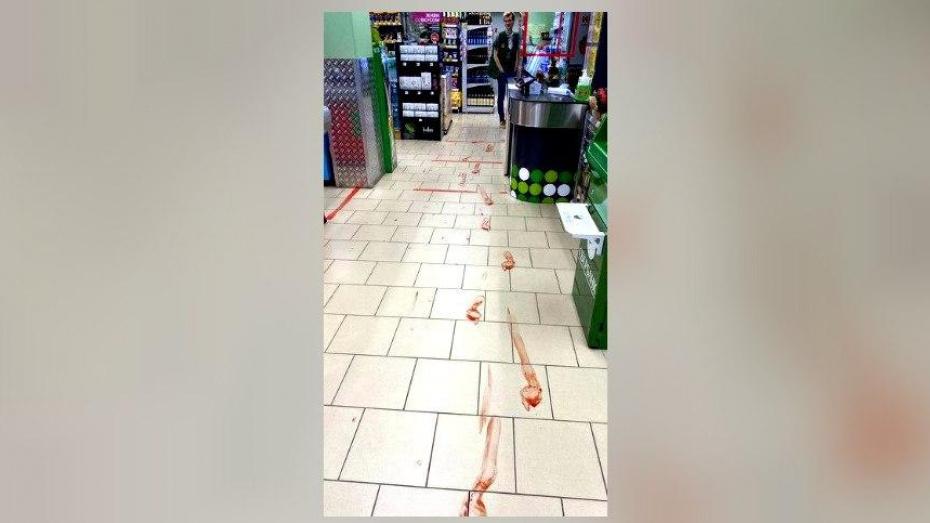 В Воронеже парень ворвался в магазин и устроил кровавую сцену