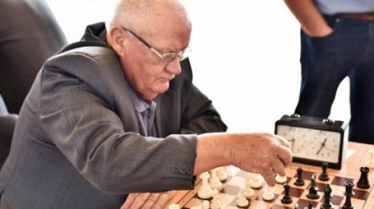 Бутурлиновец завоевал «золото» в межрайонном шахматном турнире памяти Александра Бровашова
