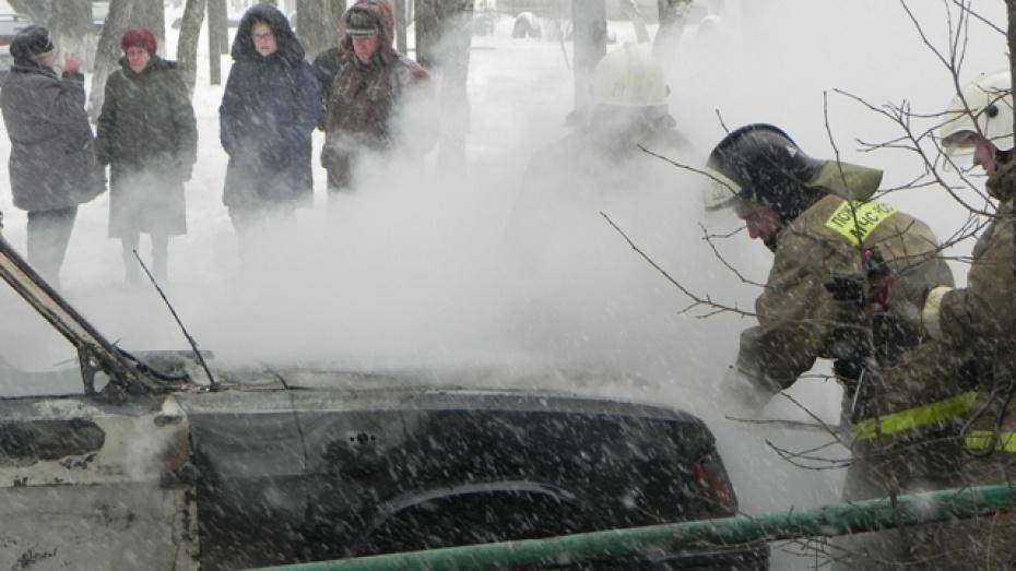 В Борисоглебске сгорел принадлежащий волгоградскому фермеры ГАЗ-3110
