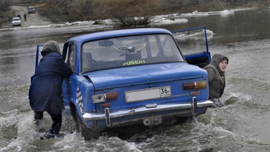 В Острогожском районе паводок отрезал от внешнего мира восемь сел, где живут две тысячи человек