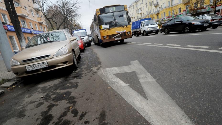 Выделить полосу для городского автомобильного транспорта предлагает воронежский депутат