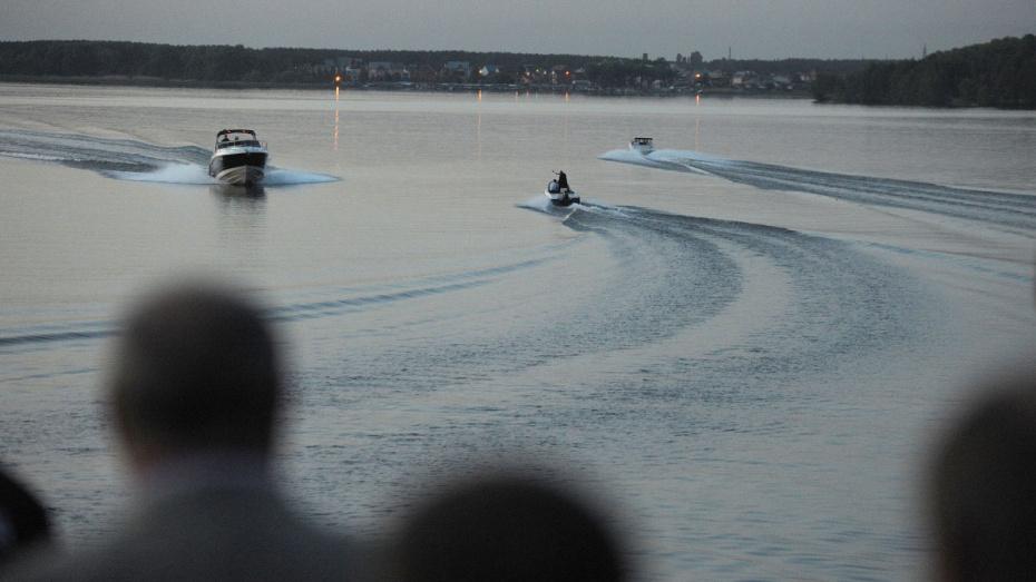 Врезавшийся в моторную лодку водитель гидроцикла гонял по реке Воронеж без прав