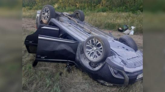 В Острогожском районе столкнулись внедорожник и ВАЗ: пострадали 3 человека