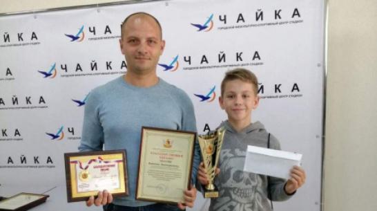 Хохольский тренер по плаванию и его воспитанник стали лучшими в Воронежской области