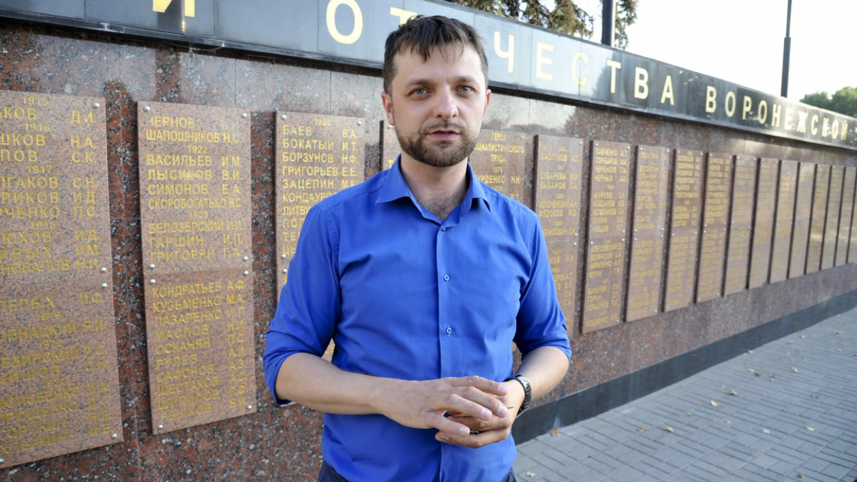 «Дед был бы рад». Как воронежец восстановил памятник советским воинам в Польше