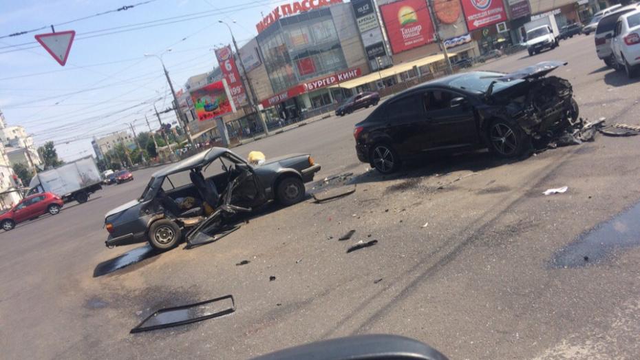 После ДТП в центре Воронежа в больнице скончалась 40-летняя женщина