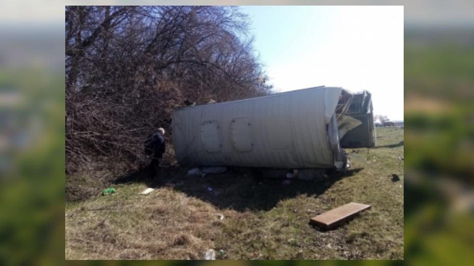 Грузовик и ПАЗ столкнулись на трассе в Воронежской области: 1 погибший и 4 пострадавших