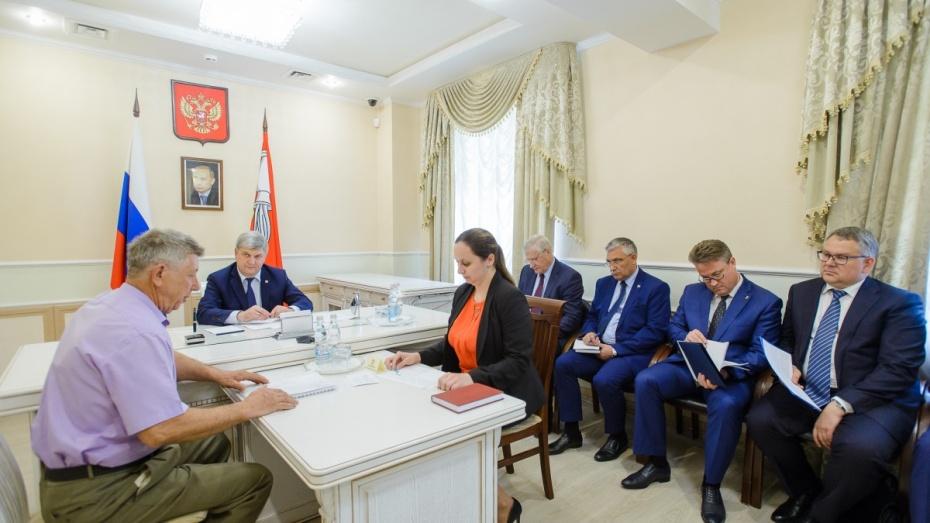 Александр Гусев выслушал просьбы граждан в приемной президента РФ в Воронежской области
