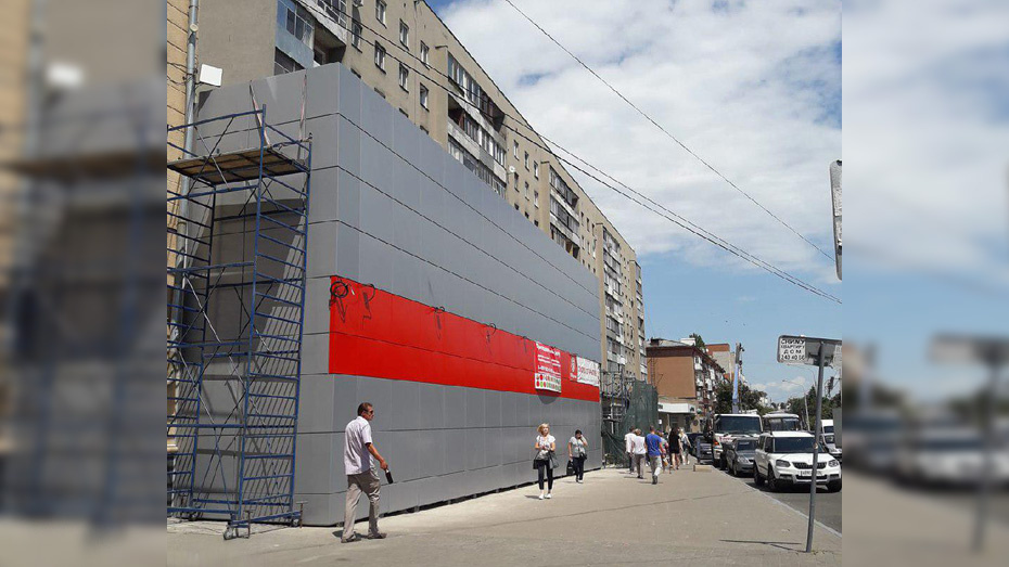 Новый фасад супермаркета в центре Воронежа появится к октябрю