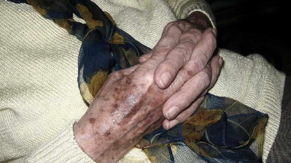 Специалистка по «венцам безбрачия» выманила деньги у воронежской долгожительницы