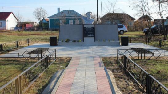 В терновском селе Братки реконструировали памятник революционеру Ивану Зеленину