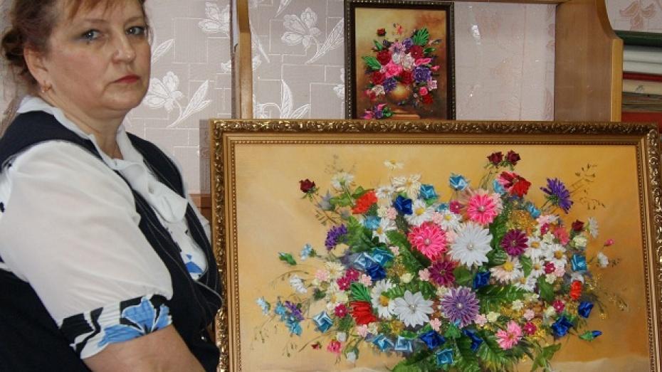 Поворинская рукодельница добавляет картинам третье измерение