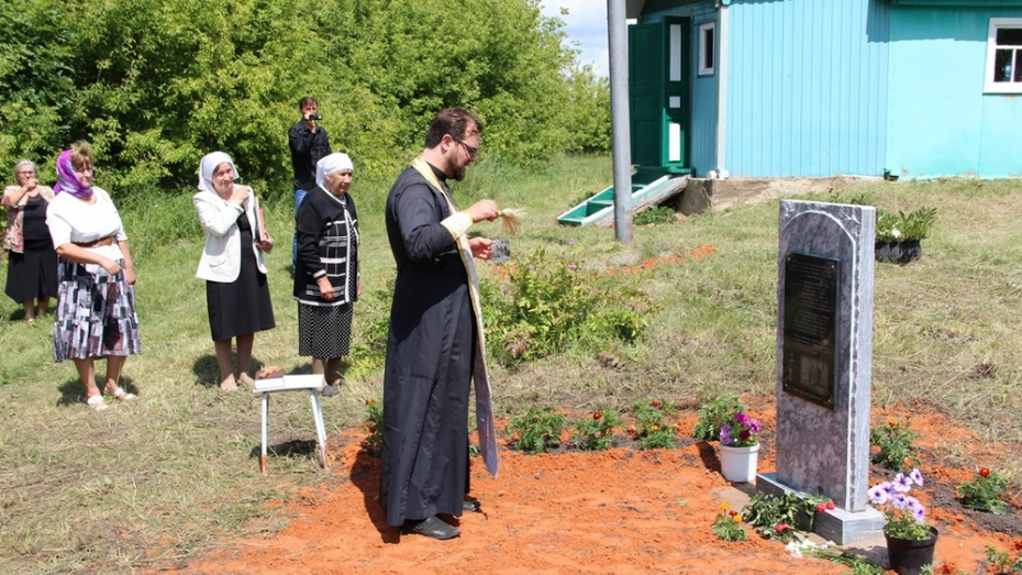 В семилукском селе Новосильское на месте разрушенной церкви установили стелу