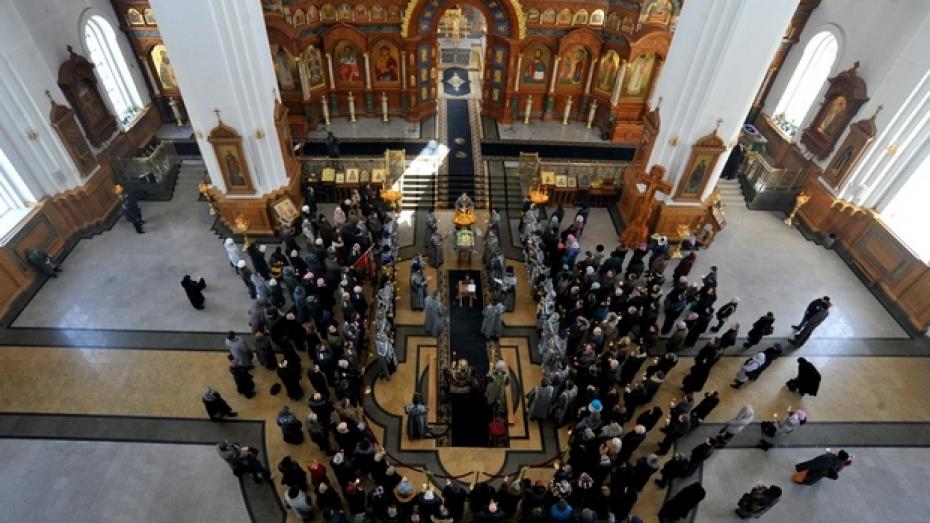 В Воронеже состоялись богослужения в честь династии Романовых